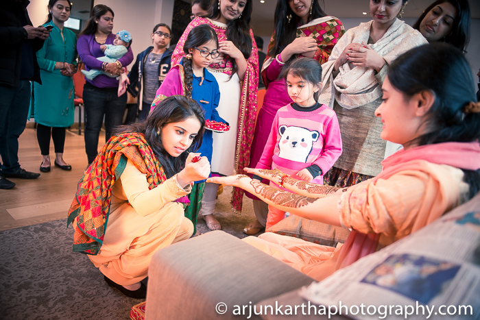 Arjun-Kartha-Candid-Wedding-Photography-Gulveen-Angad-24