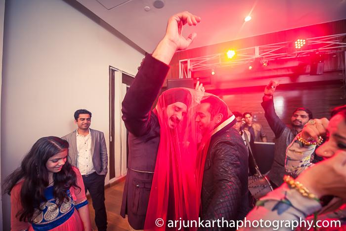 Arjun-Kartha-Candid-Wedding-Photography-Gulveen-Angad-37
