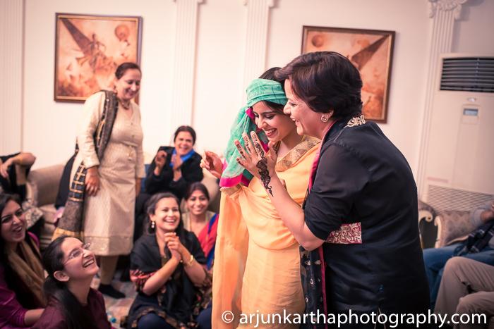 Arjun-Kartha-Candid-Wedding-Photography-Gulveen-Angad-39