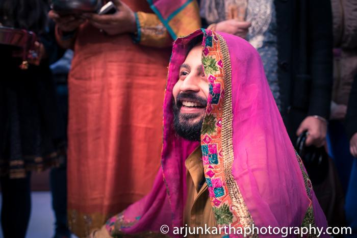 Arjun-Kartha-Candid-Wedding-Photography-Gulveen-Angad-42