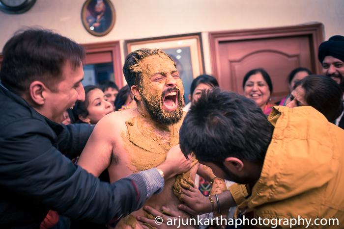 Arjun-Kartha-Candid-Wedding-Photography-Gulveen-Angad-44