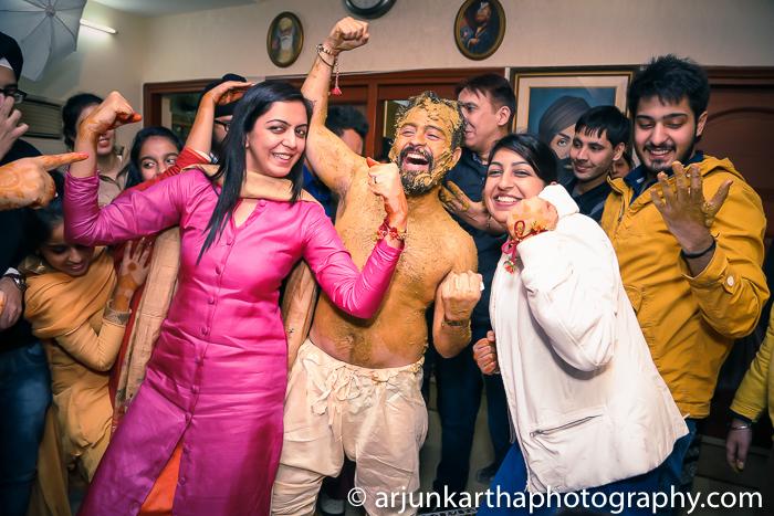 Arjun-Kartha-Candid-Wedding-Photography-Gulveen-Angad-45