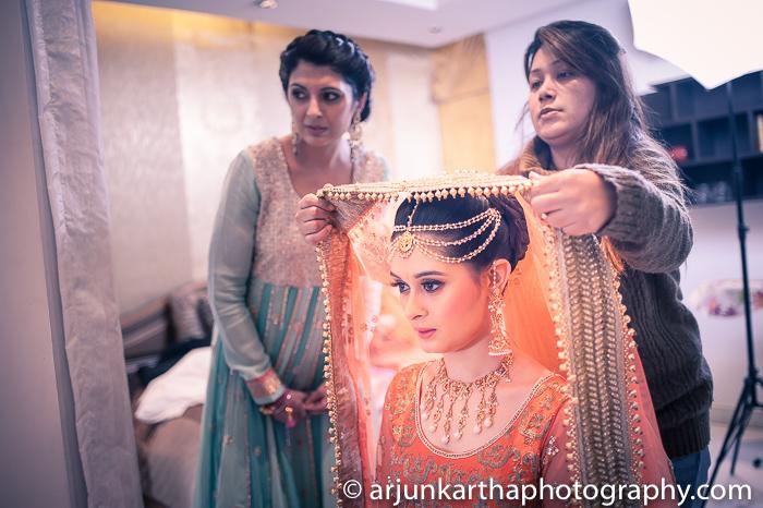 Arjun-Kartha-Candid-Wedding-Photography-Gulveen-Angad-51