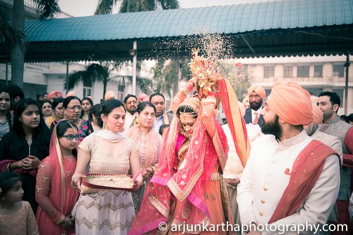 Arjun-Kartha-Candid-Wedding-Photography-Gulveen-Angad-71