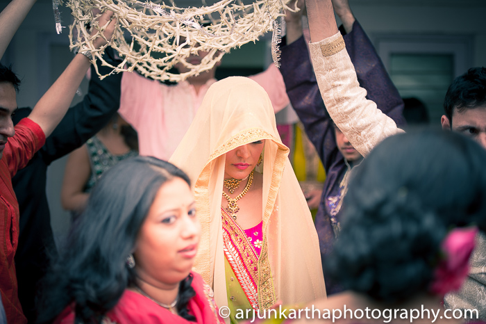 Arjun-Kartha-Candid-Wedding-Photography-Sarika-Avin-113