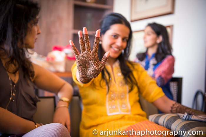 Arjun-Kartha-Candid-Wedding-Photography-Sarika-Avin-19