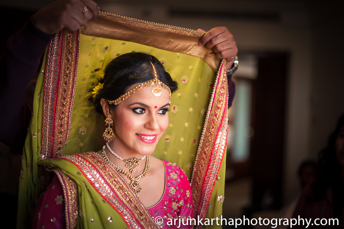 Arjun-Kartha-Candid-Wedding-Photography-Sarika-Avin-91