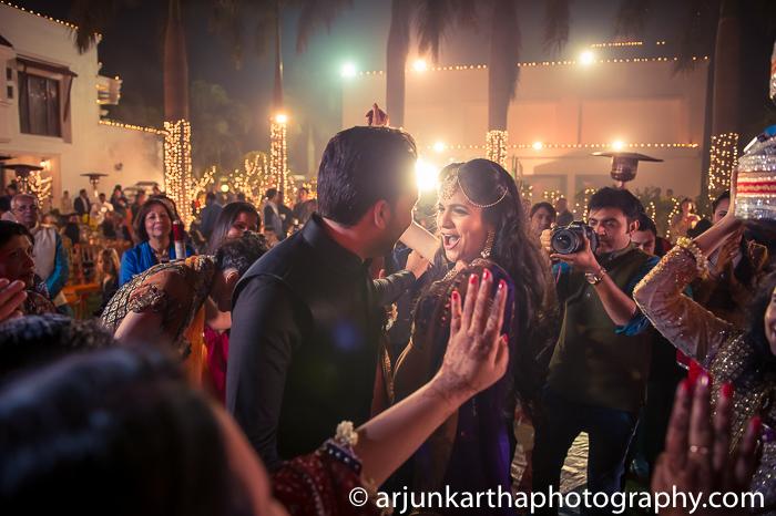 Arjun-Kartha-Candid-Wedding-Photography-Karishma-Aditya-14
