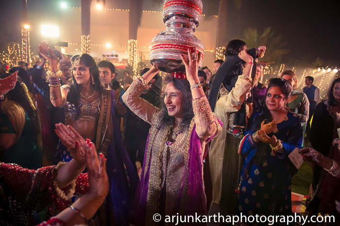 Arjun-Kartha-Candid-Wedding-Photography-Karishma-Aditya-88