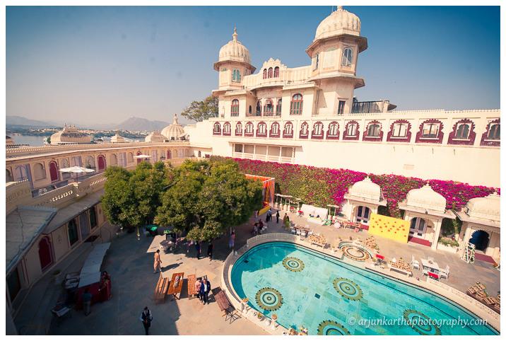 Arjun-Kartha-Candid-Wedding-Photography-Jagmandir-Udaipur-1