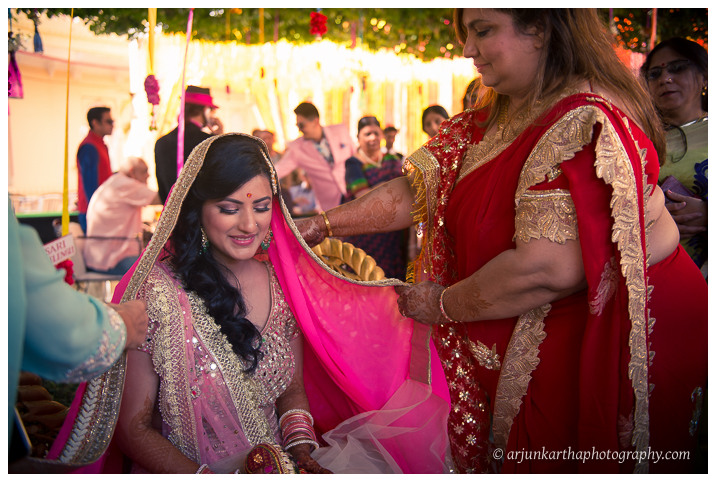 Arjun-Kartha-Candid-Wedding-Photography-Jagmandir-Udaipur-2