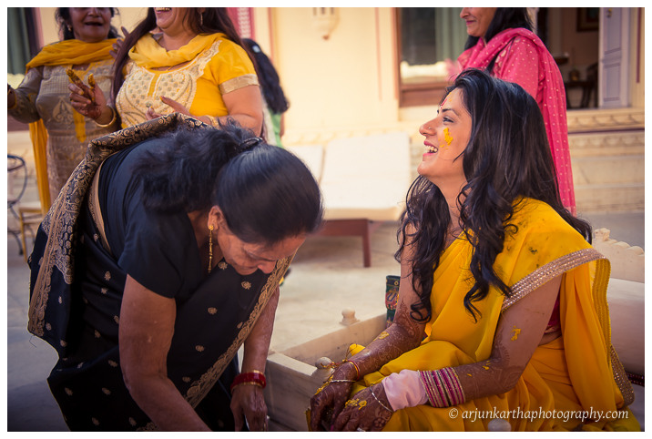 Arjun-Kartha-Candid-Wedding-Photography-Jagmandir-Udaipur-22