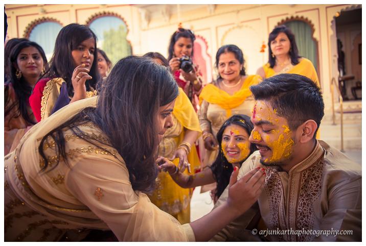Arjun-Kartha-Candid-Wedding-Photography-Jagmandir-Udaipur-24