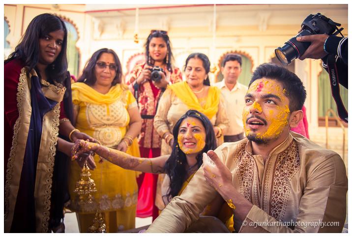 Arjun-Kartha-Candid-Wedding-Photography-Jagmandir-Udaipur-25