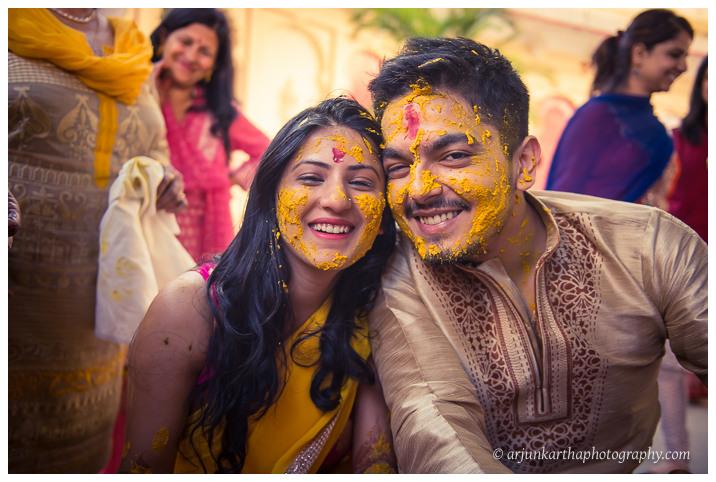 Arjun-Kartha-Candid-Wedding-Photography-Jagmandir-Udaipur-26