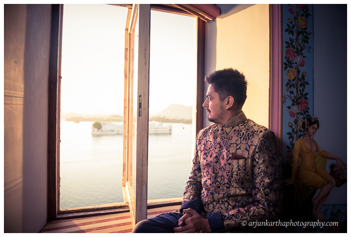 Arjun-Kartha-Candid-Wedding-Photography-Jagmandir-Udaipur-28