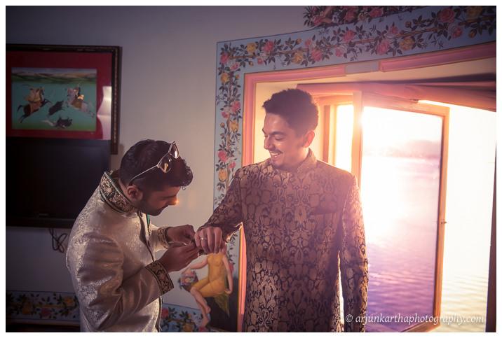 Arjun-Kartha-Candid-Wedding-Photography-Jagmandir-Udaipur-30