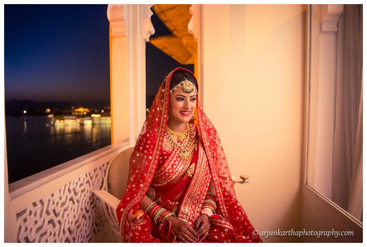 Arjun-Kartha-Candid-Wedding-Photography-Jagmandir-Udaipur-35