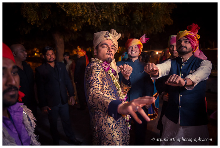 Arjun-Kartha-Candid-Wedding-Photography-Jagmandir-Udaipur-37