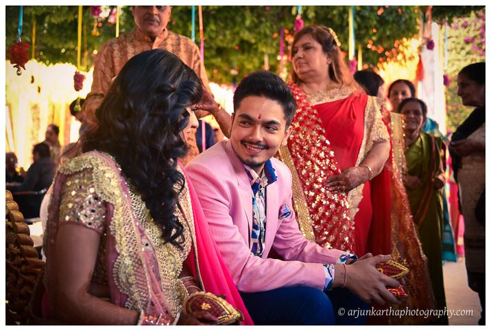 Arjun-Kartha-Candid-Wedding-Photography-Jagmandir-Udaipur-5