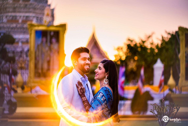 Pre-wedding couple shoot in Wat Pho Bangkok