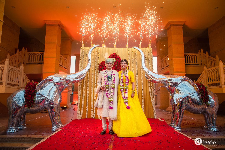 Um casamento de destino Jaisalmer |  Srishti + Rishabh 82