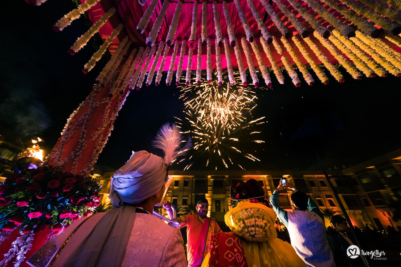 Um casamento de destino Jaisalmer |  Srishti + Rishabh 86